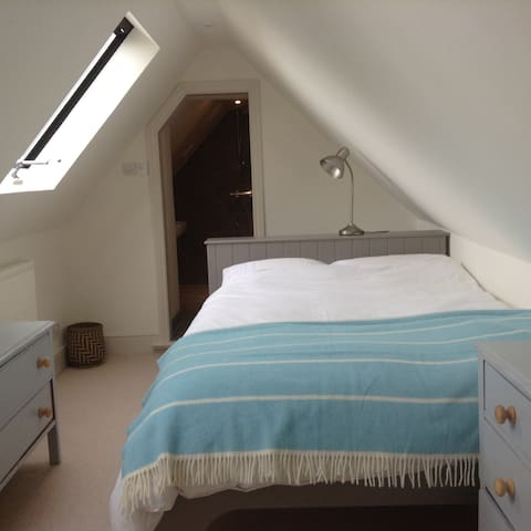Quaint and comfy double bedroom in Mere - Mere
