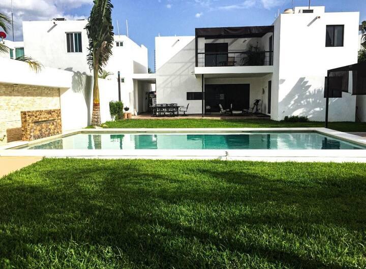 Hermosa Casa de Lujo con Amplio Jardin Alberca A/C