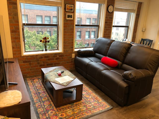 Bright Home in Heart of Downtown —Pike Place
