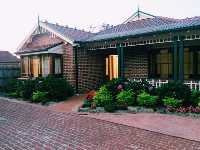 Great House in Burwood - Burwood - House
