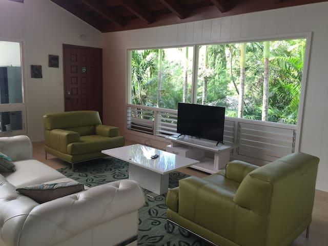 Private Honolulu/SouthShore hideout