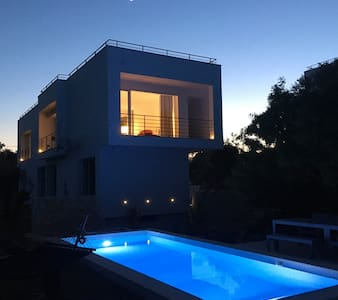 Modern villa with pool for 8 people - Loutses - Haus
