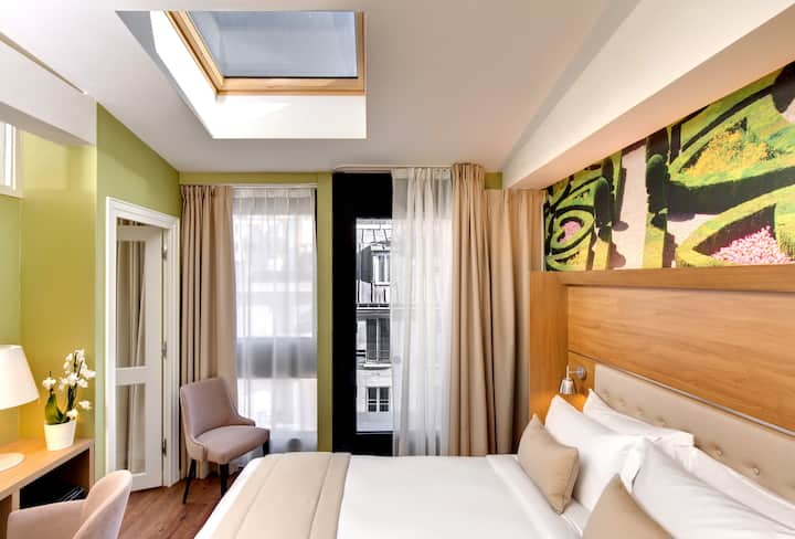 Suite with Terrace 360 ° view Eiffel Tower & Spa