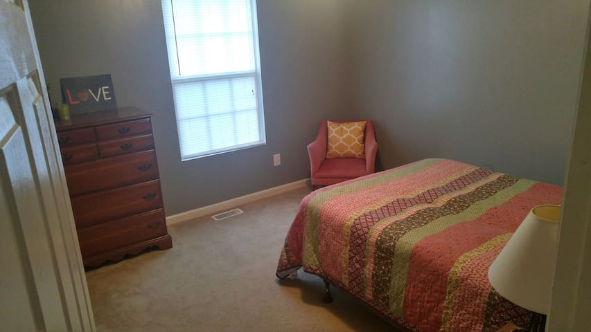 Private, comfy ranch near High Point University