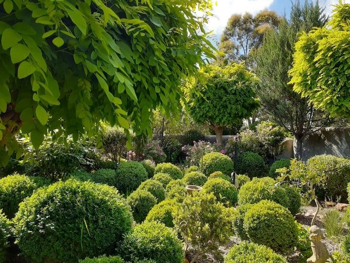 Secret Garden Suite, Scribbly Gum Hills, Gundaroo