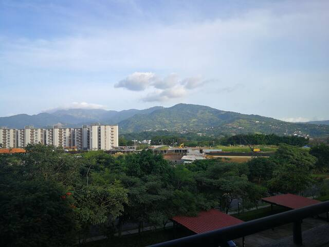 Home with amazing mountain view near airport