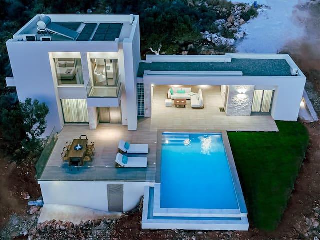 PhantΩm Villas, brand new villa with stunning view