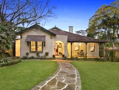 Stunning Home in Lindfield - close to train, shops - Haus