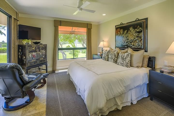 Master Bedroom Pacific!  equal size, equal views--two equal Master Suites, both luxuriously tricked out with fine mattresses and high quality linens for an excellent night's sleep under Hawaii's  Magic Night Sky.