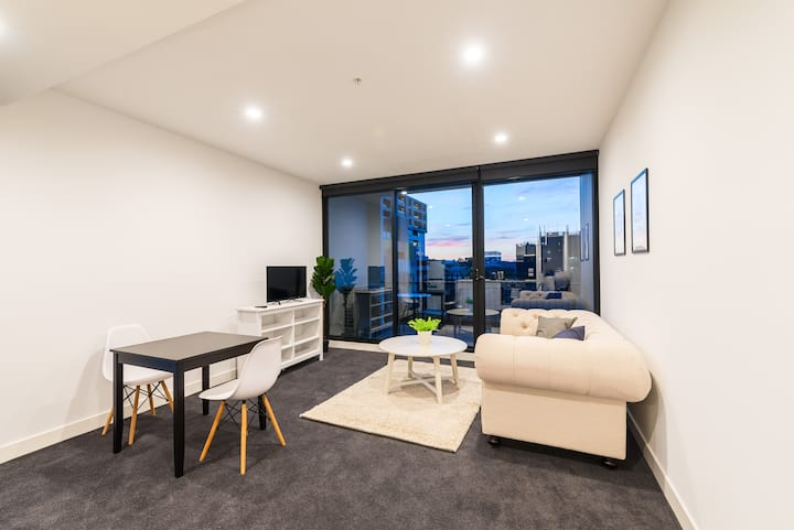 39 Central of Box Hill 2 bedroom with carpark
