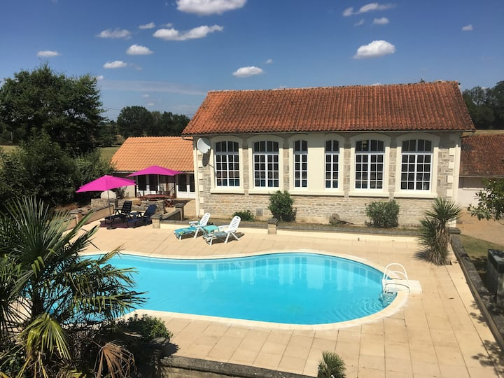 L'Ancienne Ecole 3bedrms With Shared Pool & Garden