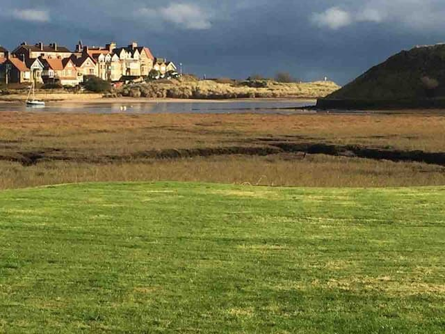 Waterside cottages  with stunning Estuary views