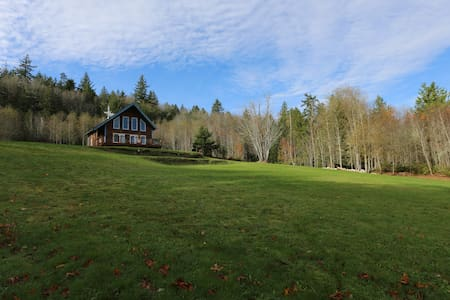 The Maples Farm Stay, Quilcene (Entire Home)