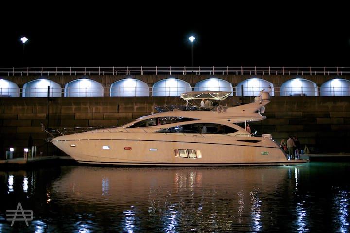 "Alfie Buoy - A 73"" Sunseeker Manhattan motor yacht - Saint Helier - Båt"