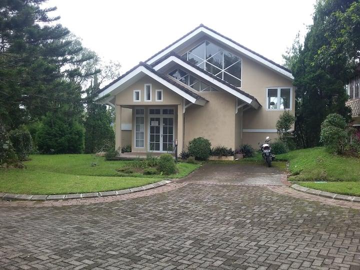 Villa Sejuk Kota Bunga Puncak, Cipanas