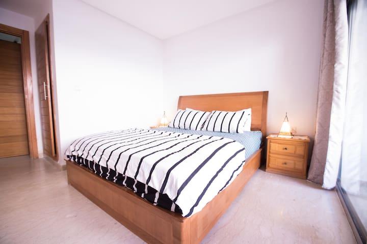 Chambre à coucher avec un lit 2 places 1m60 x 2m