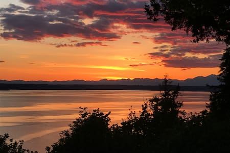 Fox Island Waterfront Retreat with Amazing View