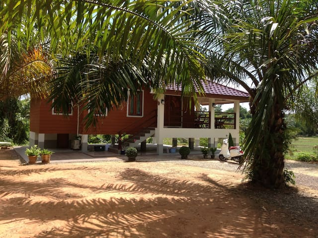 Namog 3 Guest House, 150 meters from the beach - Saphli - Huis