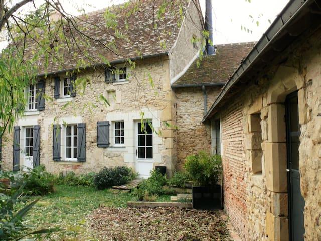 Une suite à la campagne - Bazouges-sur-le-Loir - Casa cova
