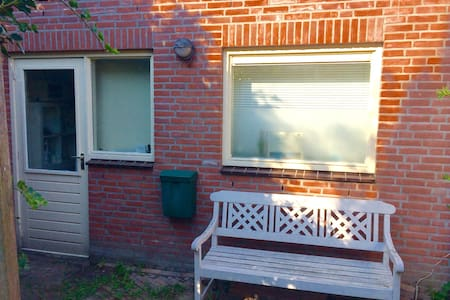 Private garden apartment near Utrecht centre - Appartement