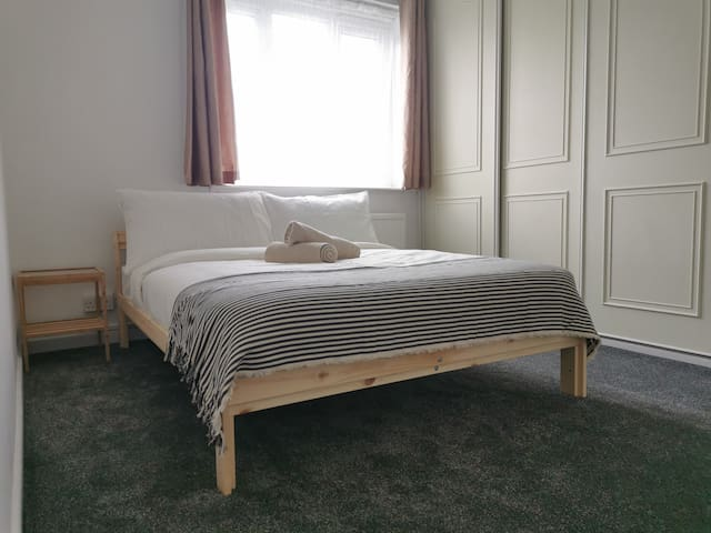Double room very close to East Dulwich Station