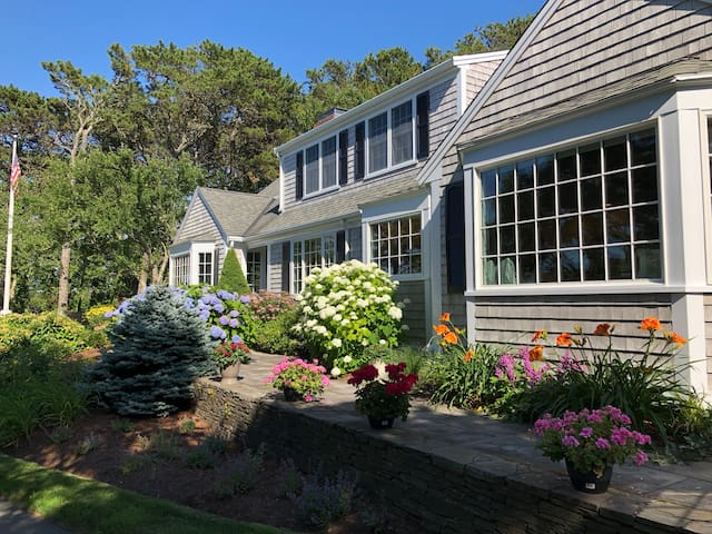 Large Family Home and Seaside Charm at Twin Views