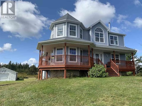 Kim's Halifax - Moser River Home with River View
