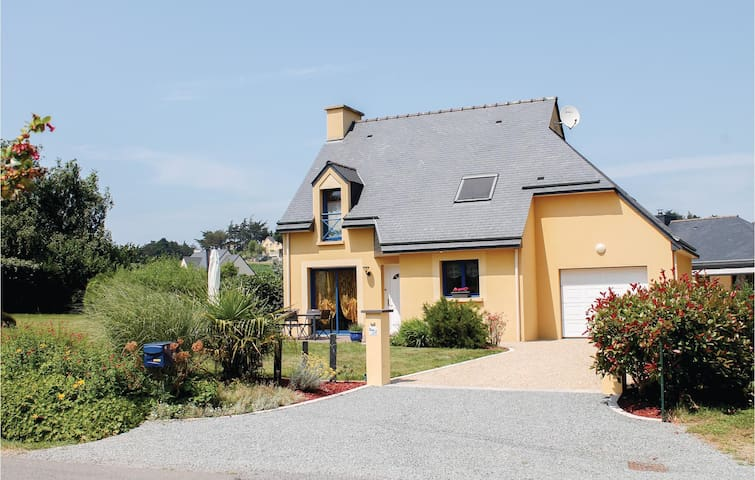 Holiday cottage with 3 bedrooms on 100m² in Planguenoual