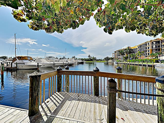 Let the sea breezes blow through your hair as you take a stroll on the marina.