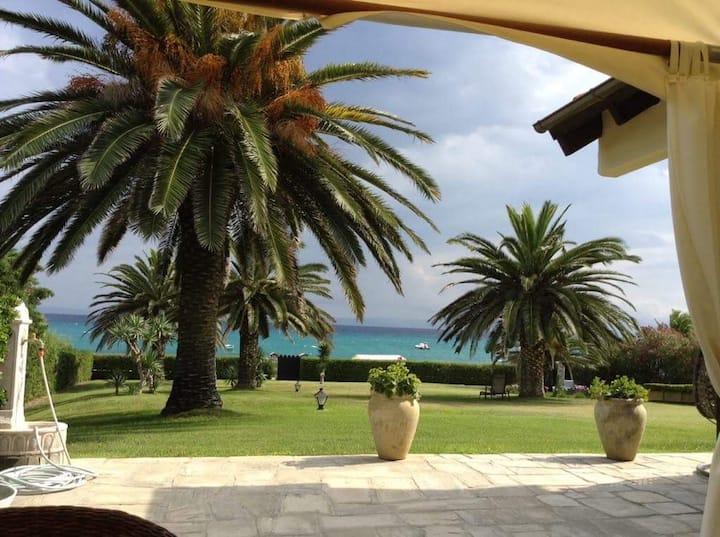 Beachfront Chalet del Mare   800 m2  in Pefkochori