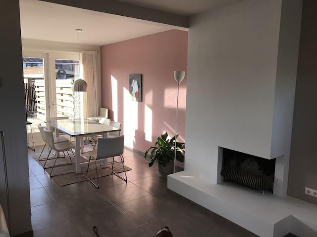Licht en modern huis met panoramisch uitzicht