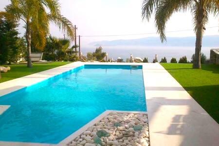 Μεζονέτα με πισίνα & απεριόριστη θέα σε θάλασσα - Agii Theodori