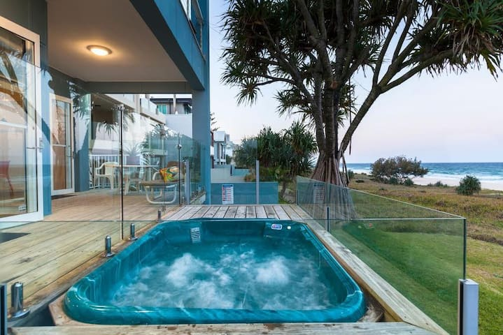 BEACH HOUSE -  BEACH FRONT On Mermaid Beach - Mermaid Beach - Apartment