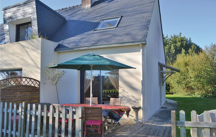 Semi-Detached with 2 bedrooms on 40 m² in Plomeur