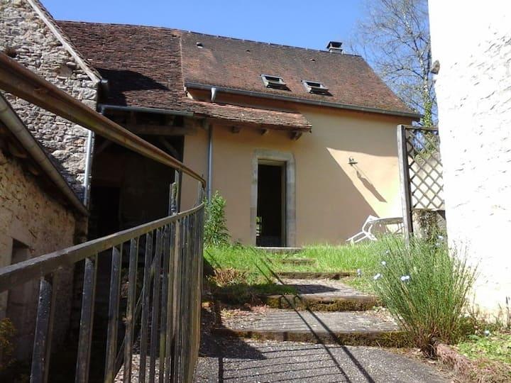 La terrasse, petite maison du hameau de Boutières