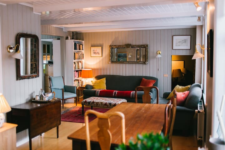 The Old Bicycle Shop, Reykjavik - group bookings - Рейкьявик - Гостевой дом