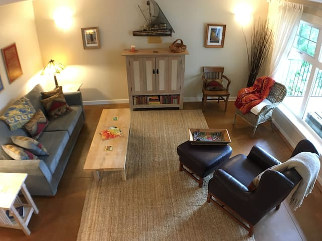 Cozy Getaway Suite for Two at Daniel Point