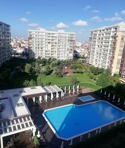 İstanbul, housing estate, swimming pool, sport...