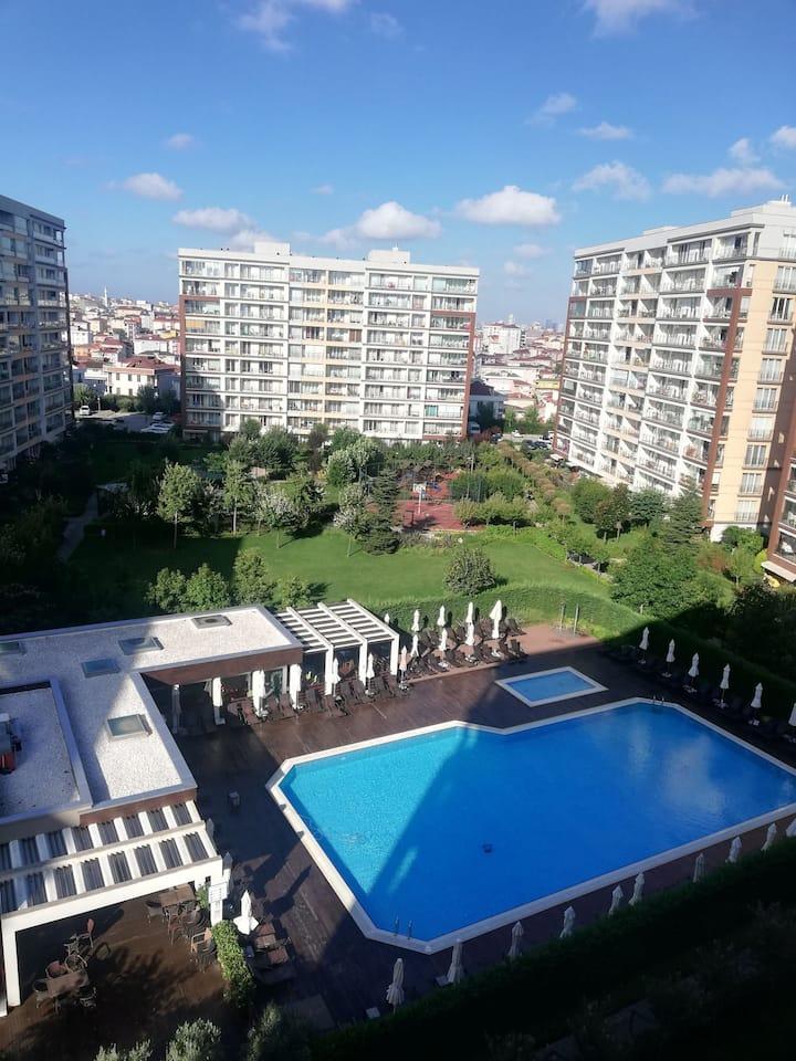 İstanbul, housing estate, swimming pool, sport...