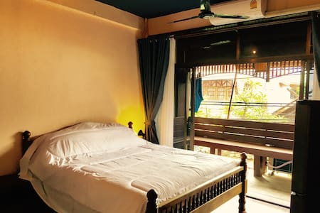 3 bedroom Town House in old city - Si Phum