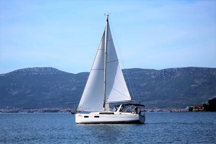 Iznajmite jedrilicu u Splitu, Hrvatska!