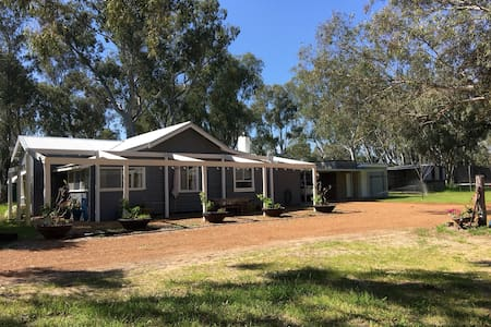 Aintree Cottage: Swan Valley Quiet & Comfortable