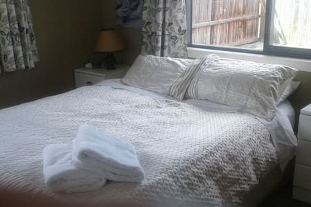 Red 8 Bed and Breakfast - Cromwell
