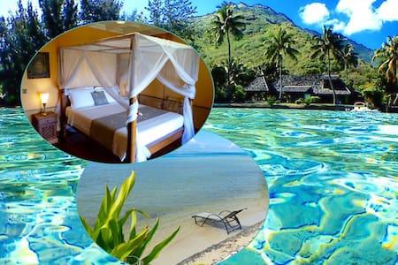 Charming 'feet-in-water' guest room - Maharepa