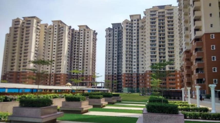Private Room Service Apartment -Hyde Park,NCR