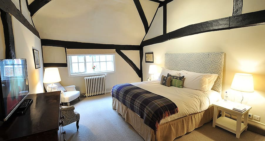 Bel and the Dragon - Country Inn - Odiham - Bed & Breakfast