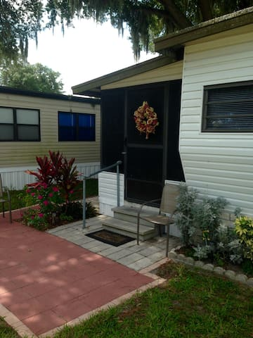 Cozy Central Florida Model Home - Zephyrhills