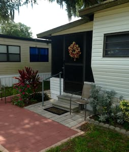 Cozy Central Florida Model Home - Zephyrhills - Appartement