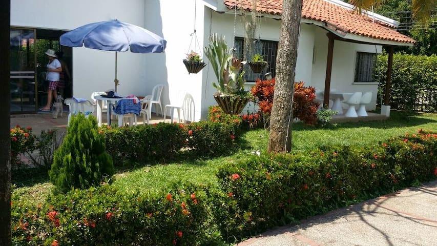 HERMOSA CASA DE RECREO MELGAR - TOL - Melgar