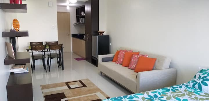 Suite 05-330 Tagaytay Wind Residences w/ NETFLIX